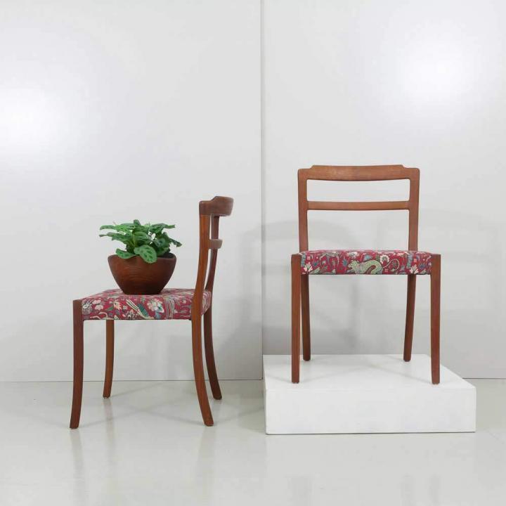 Zwei 1960er Jahre Ole Wanscher Teak Stühle